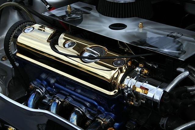 lesklý motor