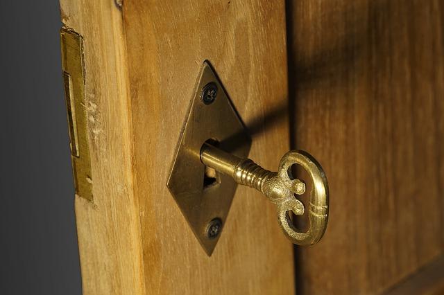 klíč v zámku.jpg
