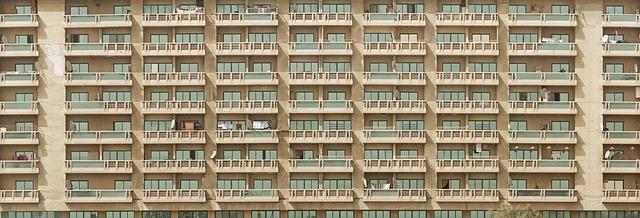 dlouhé balkony