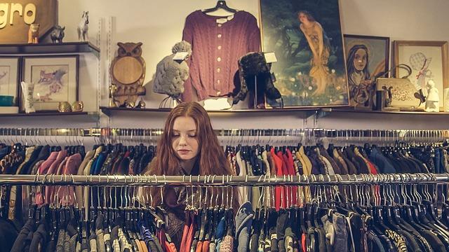 děvče na nákupu